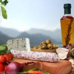 Essen italienisch - Olivenl und Leckereien  yamix - Fotolia
