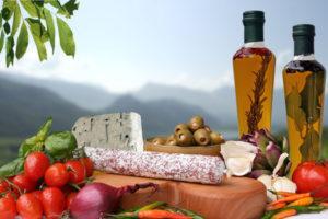 Essen italienisch - Olivenöl und Leckereien © yamix - Fotolia