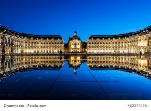 Miroir d'eau bei Nacht, Bordeaux, Frankreich