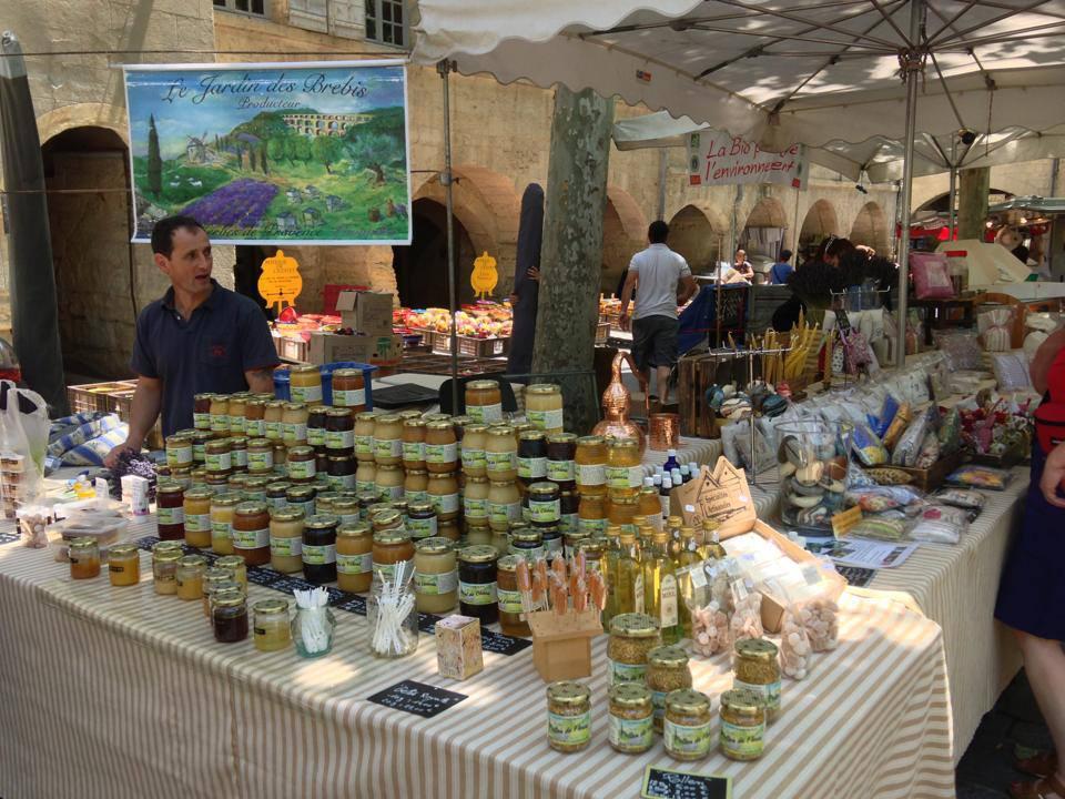 Marktstand mit Honig in Uzés