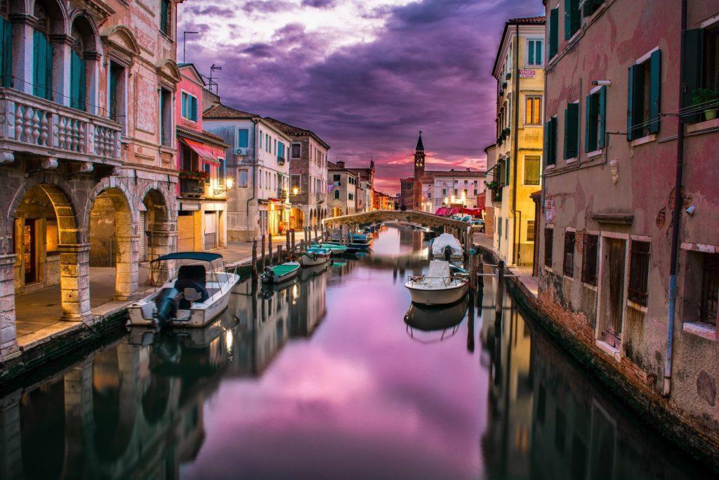 Venedig, Kanal bei Nacht