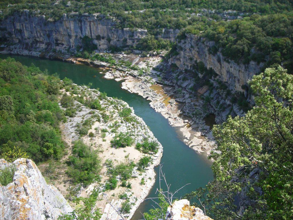 Blick von oben in die Ardèche-Schlucht