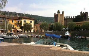Hafen Torri del Benco mit Scaliger-Burg