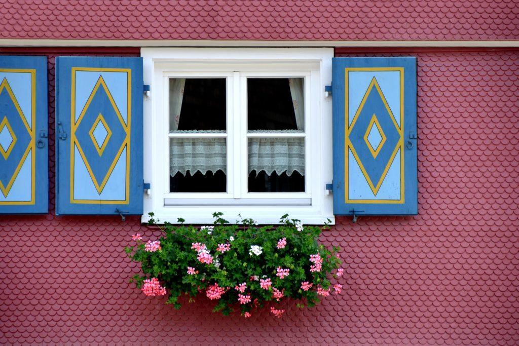 süße Ferienwohnung mit hübschen Fensterläden