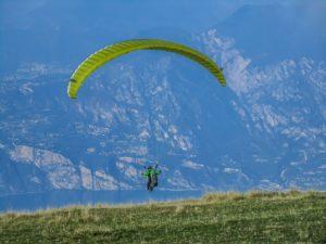 Paraglider in Aktion