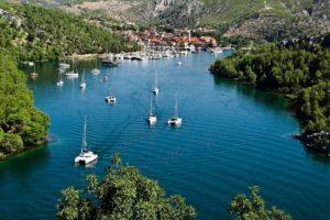 Bootsurlaub Kroatien: Boote auf dem Meer in Kroatien