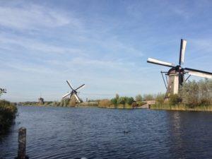 Mehrere Windmühlen in Holland – Kinderdijk