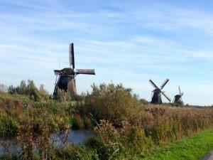 Reihe von Windmühlen in Holland – Kinderdijk