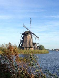 Windmühlen in Holland pumpen Polder leer – Kinderdijk