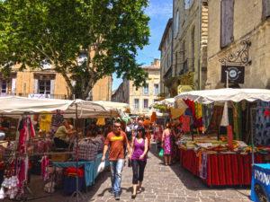 der Markt von Uzès, Südfrankreich