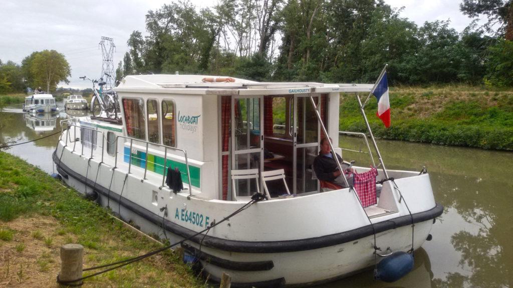 Hausboot Canal du Midi: Terrassenboote sind bequem, da Wohnraum, Küche und Außensitzbereich auf einer Ebene sind