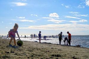 Cuxhaven Strand mit Sand und Kindern