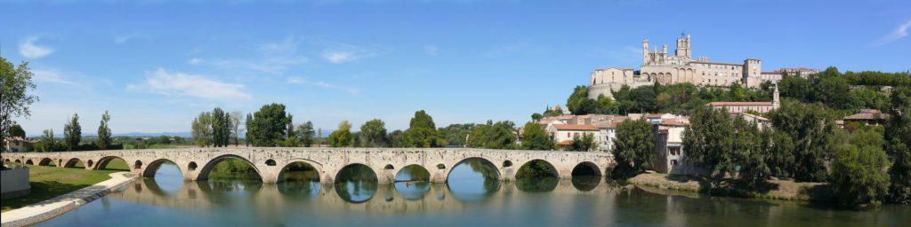 Kanu Orb Frankreich. Béziers in Südfrankreich, die Cathédrale Saint-Nazaire und die römische Pont Vieux