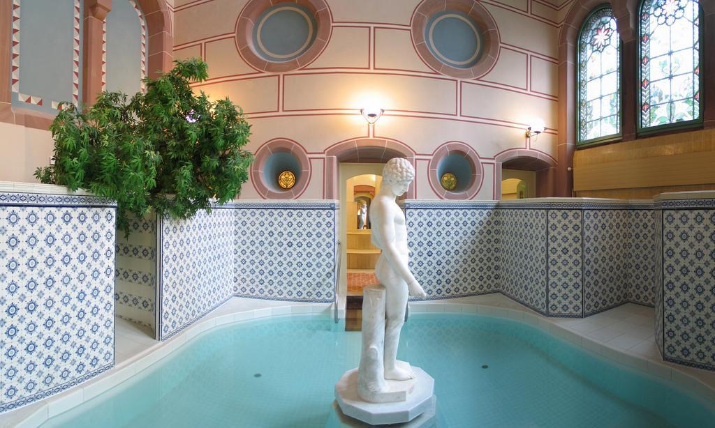 Schwimmbecken im Palais Thermal