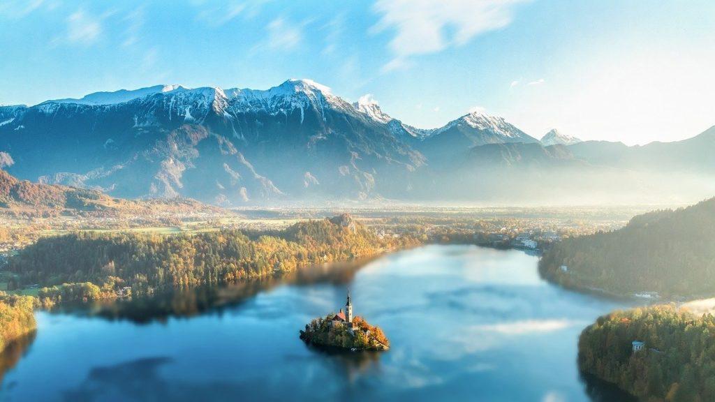 Aktivurlaub Slowenien: Blick auf den Bleder See in Slowenien