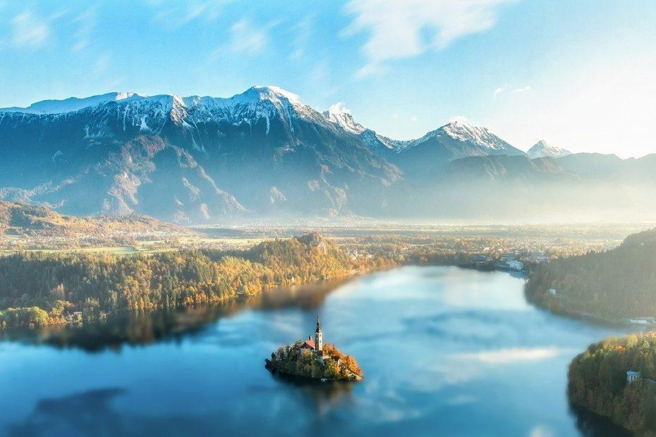 Blick auf den Bleder See in Slowenien