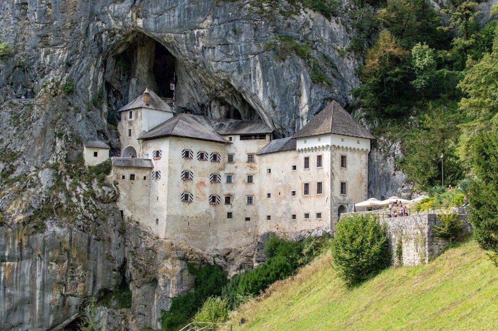 Höhlenburg Predjama in Slowenien