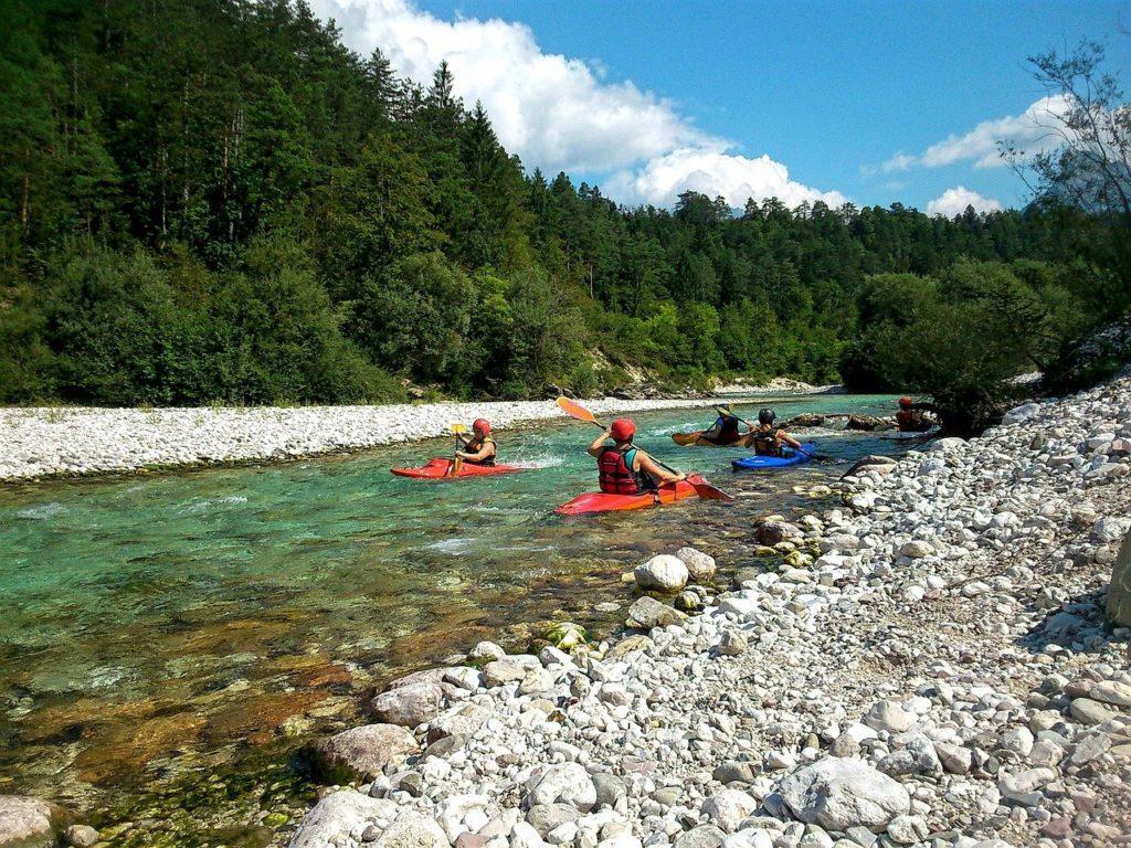 Kajakfahrer im Soča-Tal in Slowenien