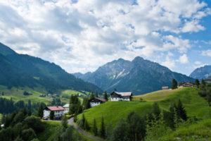 Kleinwalsertal, Österreich, lädt zu Wanderungen in den Bergen ein